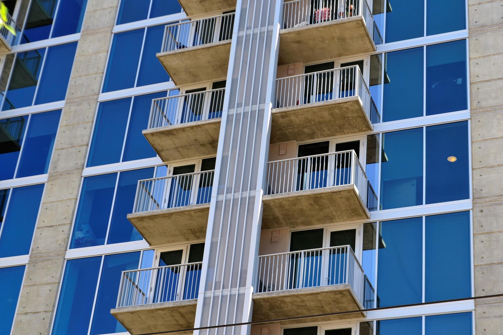 hotel-exterior-2862818_1920